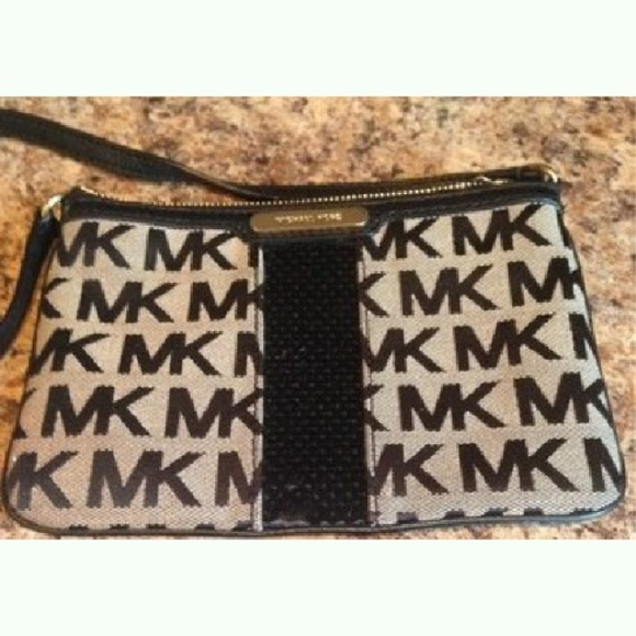 ee367bb066522a Michael Kors Bags   Signature Black Sequin Crossbody   Poshmark